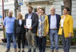 """El PSOE presenta sus candidaturas al Congreso y al Senado, """"al menos con la misma ilusión y las mismas ganas de trabajar que en abril"""""""